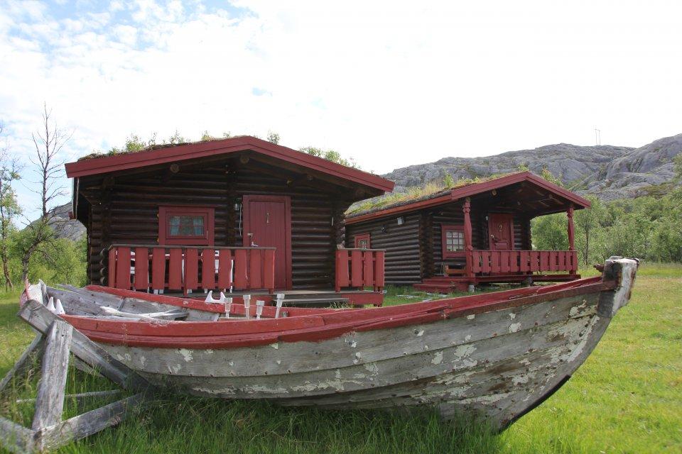 2_Hütten_Varangerfjord_Grasbakken.JPG