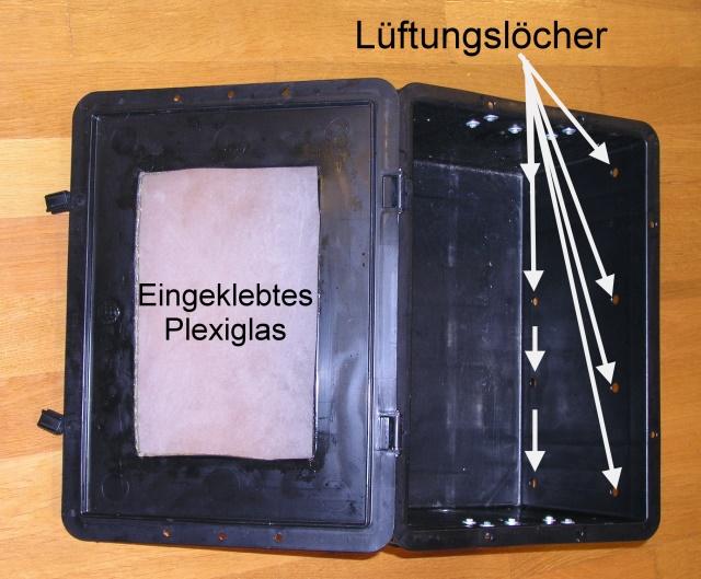 Die Box zum Erkennen der Nematoden mit eingeklebtem Plexiglas und angefertigten Lüftungslöchern