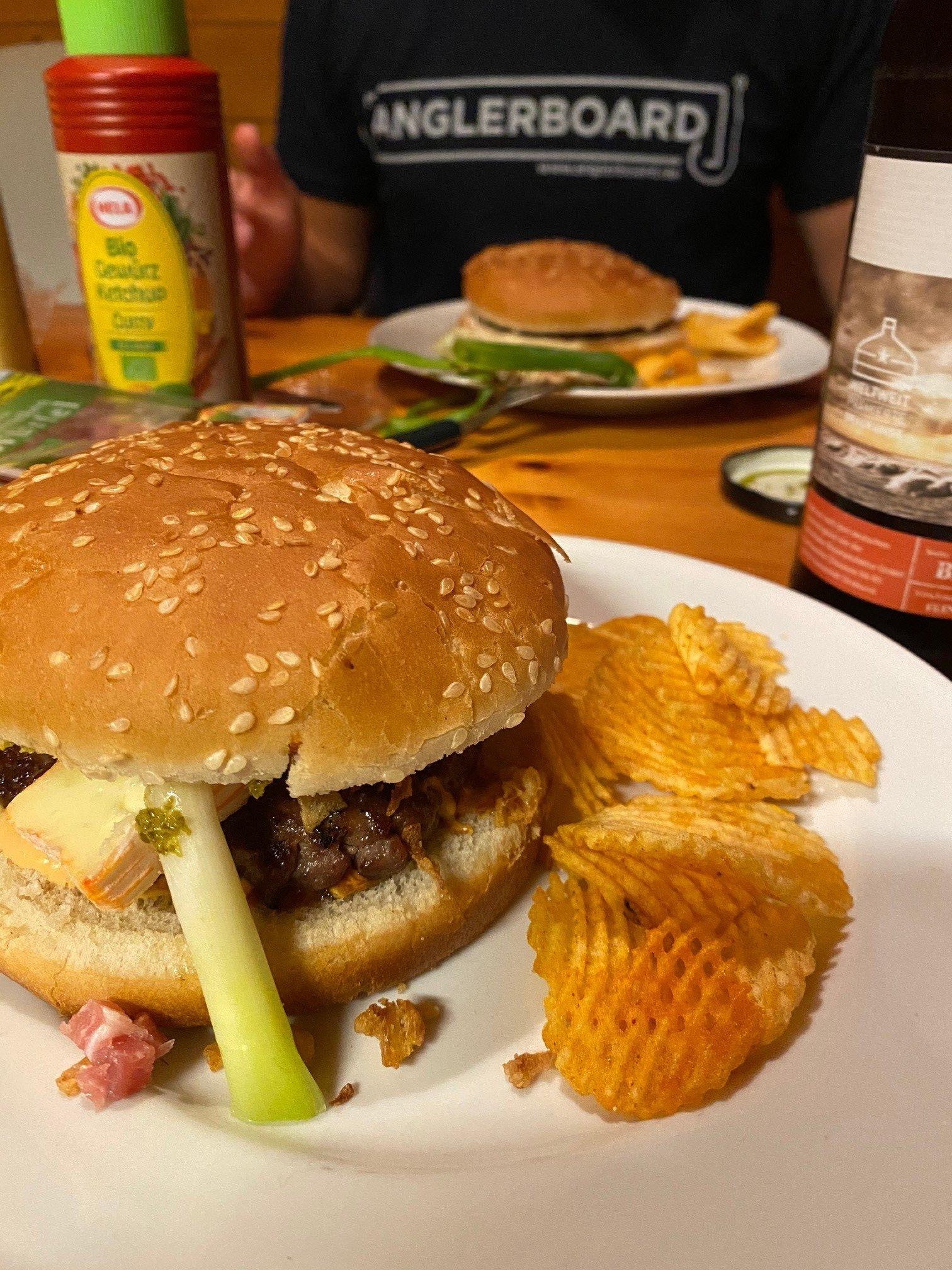 7. Skotti Cap Burger 6.jpg
