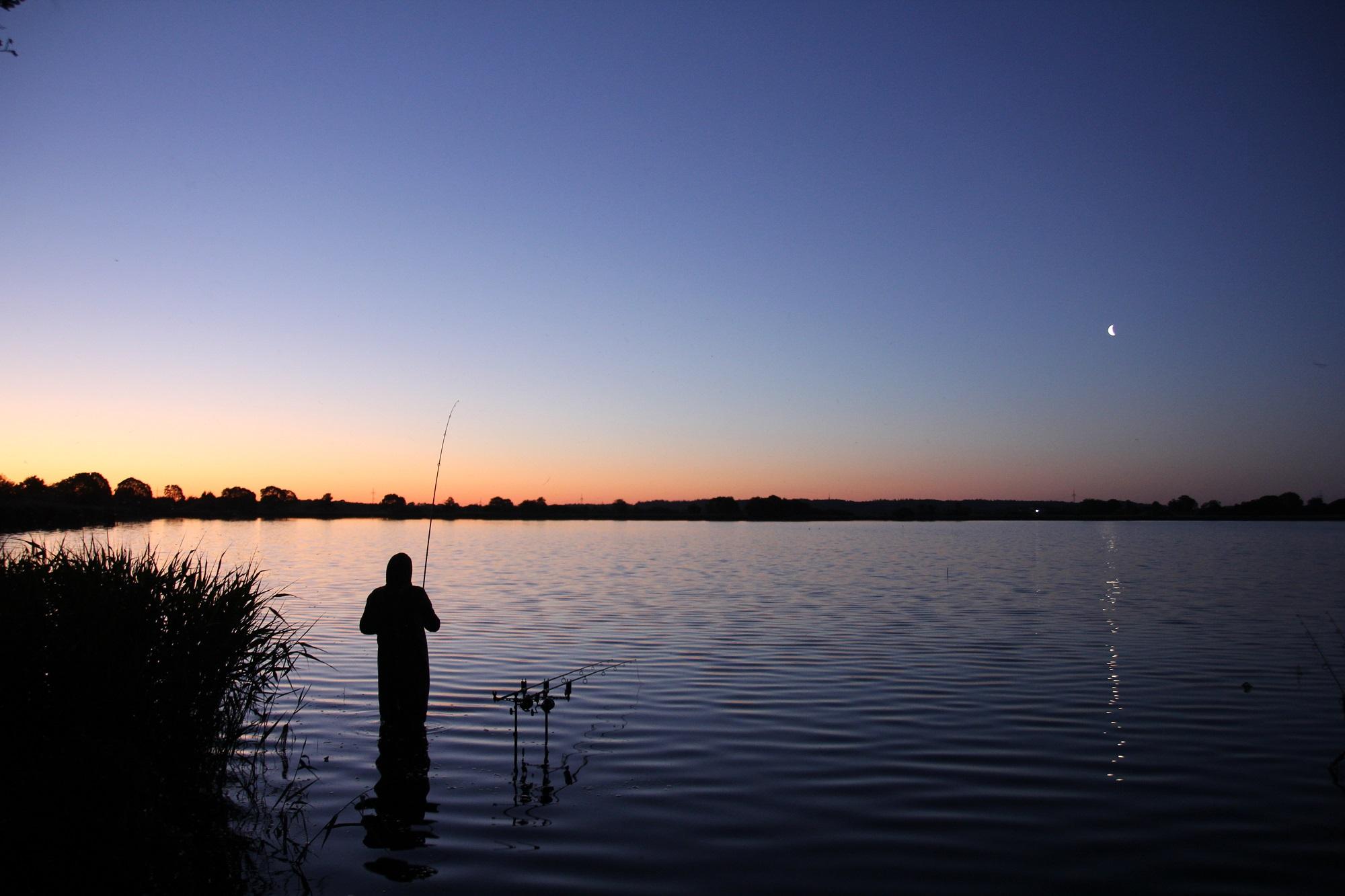 Egal, wie das Wetter ist, die frühen Morgenstunden sind immer für einen Fang gut. Gerade im Sommer nehmen häufig dann die Karpfen unsere Boilies, Partikel und andere Köder