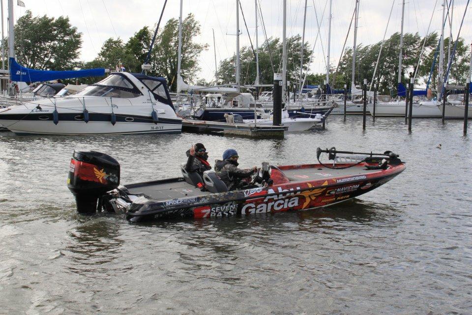 8_a_X Dickes Boot vom französischen Team.JPG