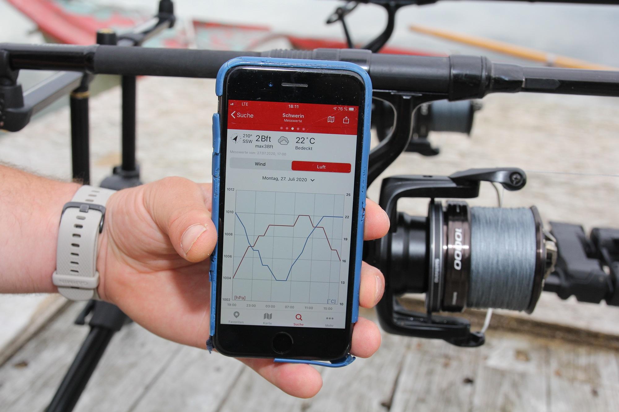 Mit Wetter-Apps wie Windfinder hat der Angler den Luftdruck und andere Einflüsse immer im Blick bei der Karpfensession