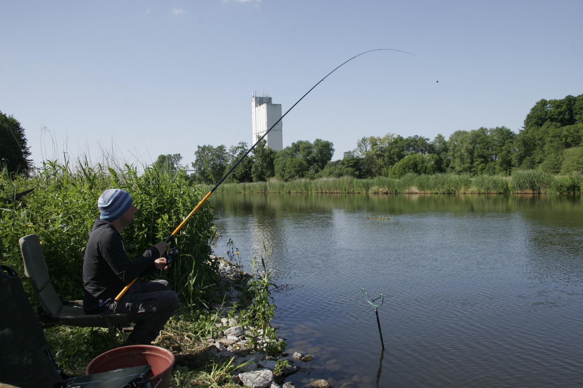 Für viele Gewässer gibt es mittlerweile Angelkarten online zu kaufen. Erlaubnisscheine für den Elbe-Lübeck-Kanal bekommt Ihr zum Beispiel bei Hejfish (Foto: Arnulf Ehrchen)