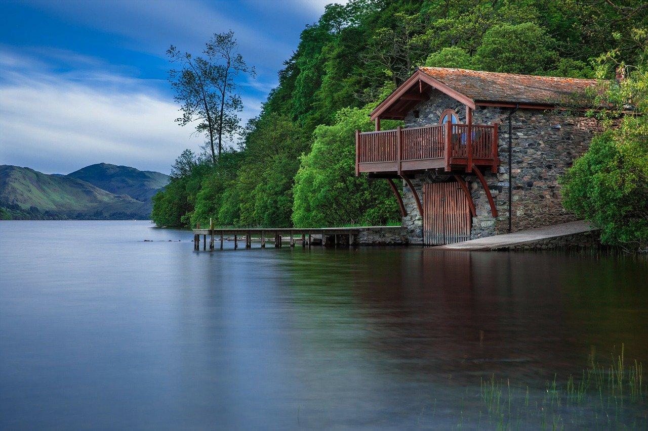 lake-192990_1280.jpg